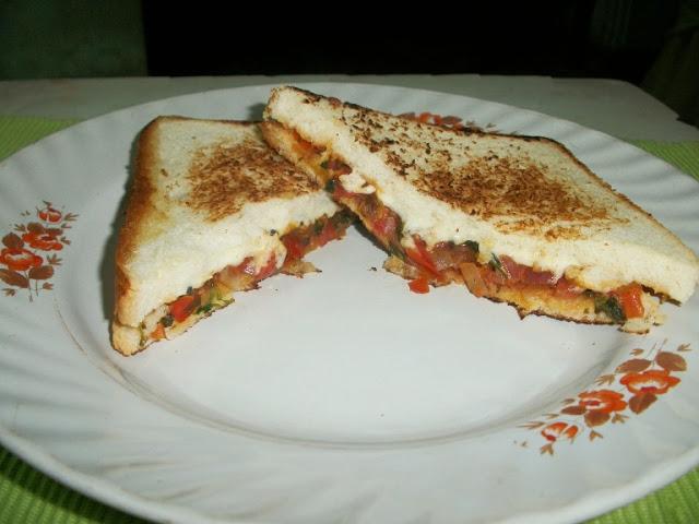 Onion and Coriander Chutney Recipe - Vengaya Kothamalli ...