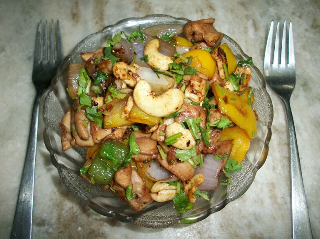 Stir-Fried Chicken with Cashews & Peppers