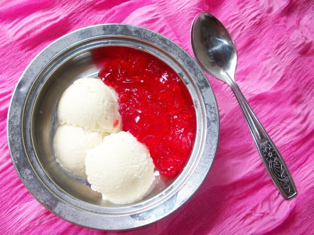 Homemade Vanilla Icecream with Jelly
