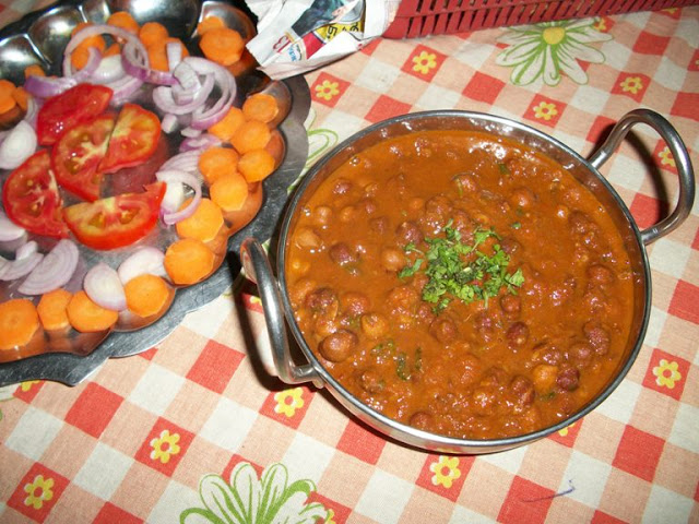 Kala Chana (Black Chickpeas Curry)