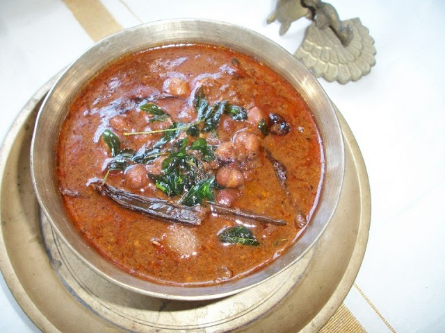 Kadala Theeyal ( Chana cooked in a Spicy Roasted Coconut Gravy) - Yummy Tummy