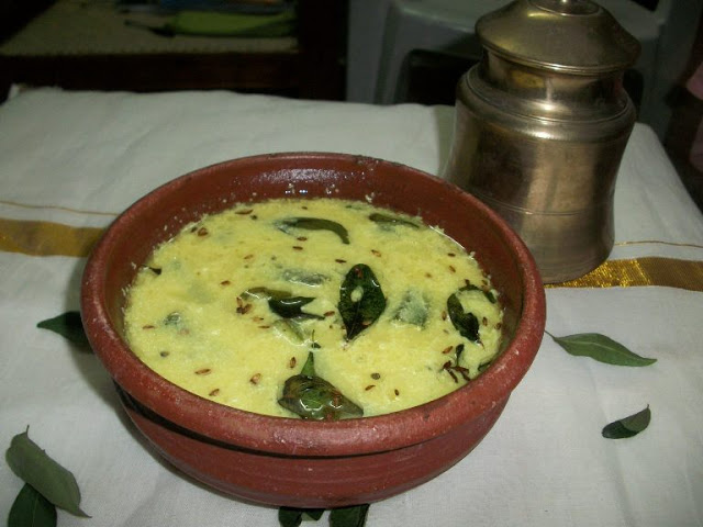 Vendaikai Morkulambu – Iyengar style / Okra cooked in a Coconut & Yogurt Sauce