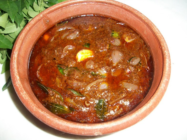 Ulli Theyal / Shallots Cooked in a Spicy Roasted Coconut Gravy