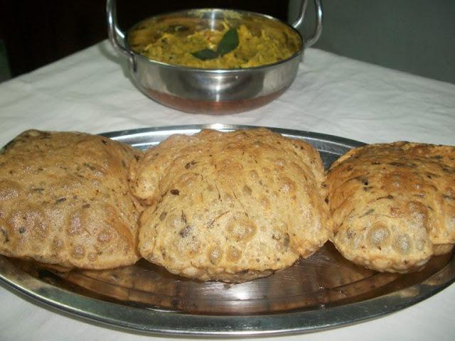 Methi Poori  /  Fried Fenugreek Leaves Poori