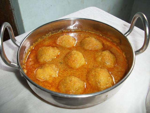 Paruppu Urundai Kulambu (Kuzhambu) / Lentils Dumplings cooked in a Spicy Coconut Sauce – Denser Dumplings Version
