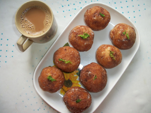 Bread Balls / Fried Bread Balls Stuffed with Potatoes and Beetroot