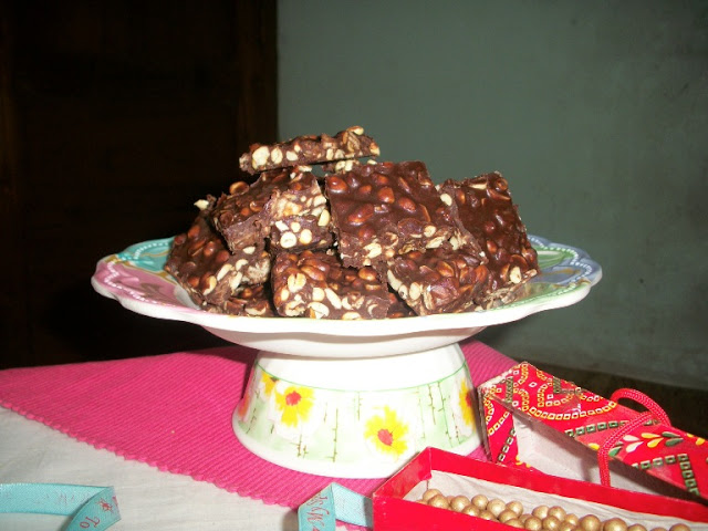 Nigella's Sweet & Salty Crunchy Nut Bars for 400th Post – Christmas Special Recipes & Giveaway Winner