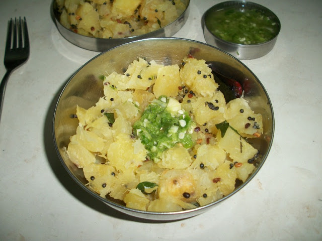 Seasoned Tapioca with Green Chilli Chutney / Kappa Puzhukku  with Mulaku Chammanthi / Talicha Marchini Kilangu