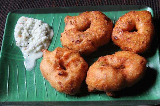 Medu Vada Recipe – Crispy Ulundu Vadai Recipe – Urad Dal Vadai Recipe