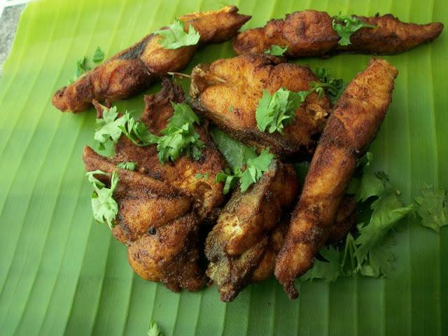 Simple & Spicy Fish Fry / Meen Porippu / Poricha Meen / Meen Varuthathu / Meen Porichathu