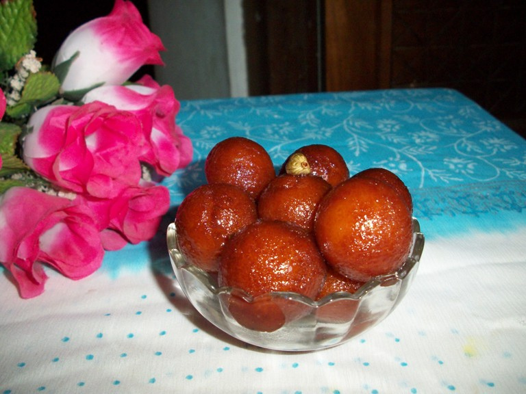 Bread Jamuns / Instant Bread Jamuns – Valentine Recipes / Quick Dessert Ideas