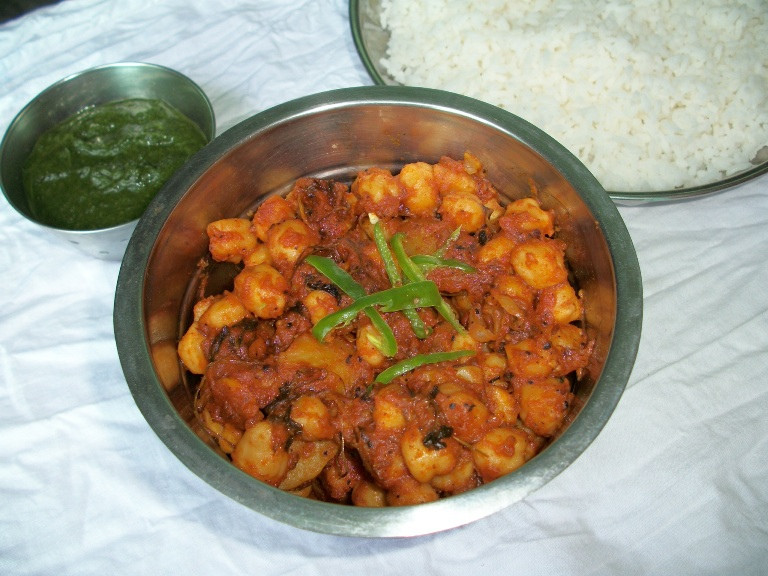 Aloo Chana Subzi / Chana Aloo Subzi / Aloo Chana / Potato & Chickpeas Cooked in Tangy Tomato Sauce – Sidedish for Roti or Rice (No Onion / No Garlic – Jain Style)