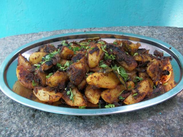 Chukka Aloo Sabzi / Dry Potato Curry / Crispy Masala Coated Potatoes