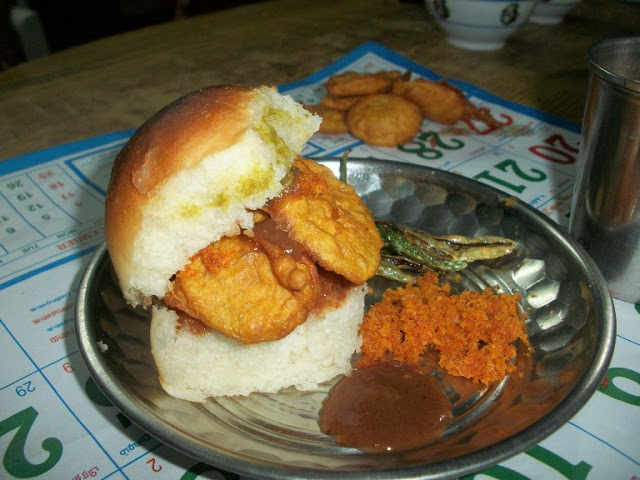 Potato Bhajji Pav / How to make Potato Bhajji / Indian Bread Stuffed with Crispy Potato Fritters – Chat Recipes / Street Food Recipes