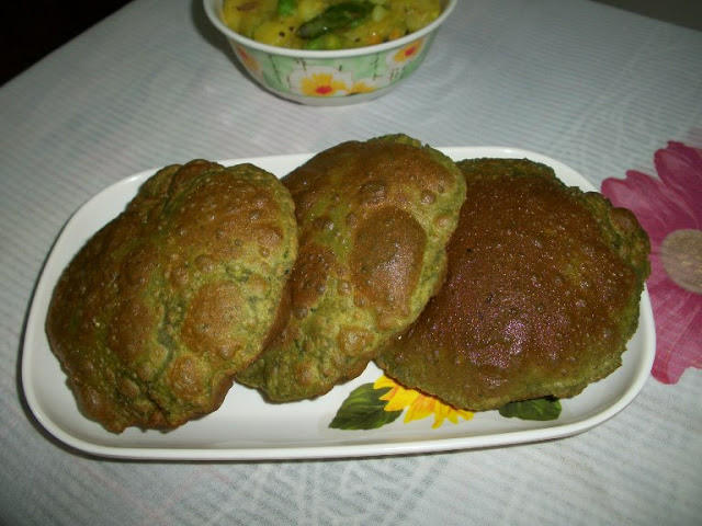 Palak Poori / Palak Puri / Spinch Poori / Deep Fried Spinach Flavoured Indian Bread