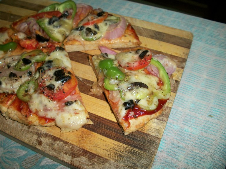 Whole Wheat Vegetable Pizza made on Stove Top  ( No Yeast / No Oven ) – Kids Special Recipes / Pizza under 30 mins