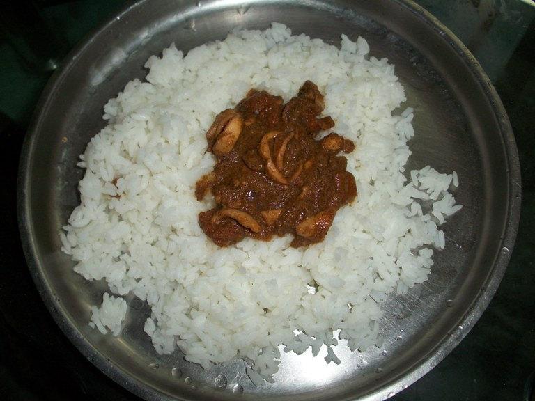 கனவா குழம்பு / Koonthal Kulambu / Kadamba Fish Curry / Baby Squid Cooked in a Roasted Coconut Sauce /