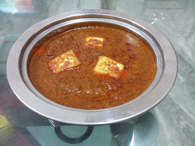வறுத்து அரச்ச பன்னீர் கறி / Varutharacha Paneer Curry / Paneer Cooked in a Roasted Spices & Coconut Sauce