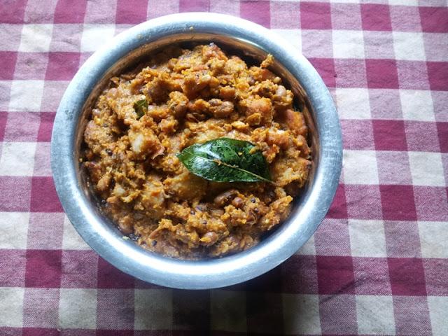 Erissery / Thatta payir Erissery / Cow Peas & Elephant Yam Cooked in a Coconut & Garlic Masala