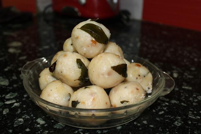 Kozhukattai / Kolukattai Recipe / Savoury Spiced Up Rice Balls – Ganesh Chathurthi Recipes