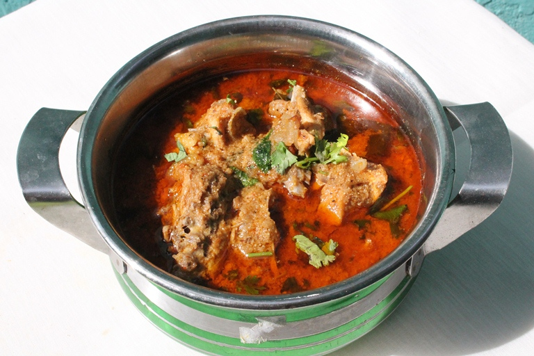 நாட்டு கோழி குழம்பு  / Nattu Kozhi Kulambu / Authentic Country Chicken Curry ( Village Style )