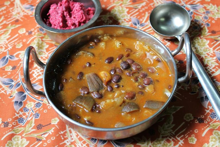 கத்திரிக்காய் மொச்சை குழம்பு / Brinjal Mochai Kulambu / Eggplant & Field Beans Gravy
