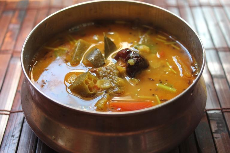வெண்டைக்காய்  சாம்பார் / Lady Finger Sambar / Okra & Lentil Curry