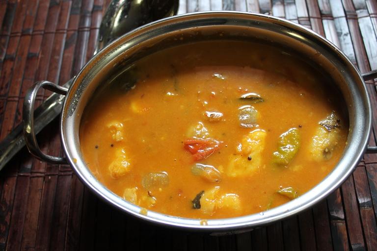 Karunai Kilangu Pulikulambu / Yam Ordinary Puli Kulambu / Yam Ordinary Cooked in a Spicy Tamarind Sauce