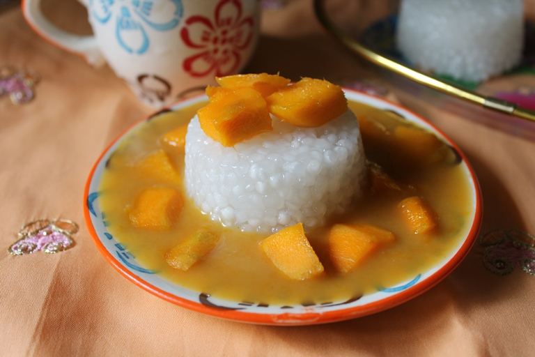 Mango Sago Pudding / Sago Pudding with Mango Coconut Sauce