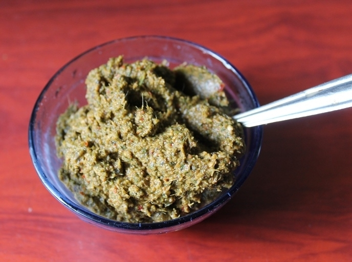 Amma's Pudhina Thogayal / Mint Thogayal / Mint Chutney With Coconut