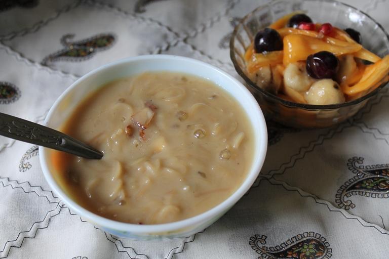 Thengai Paal Semiya Payasam / Vermicelli Kheer made with Jaggery & Coconut Milk