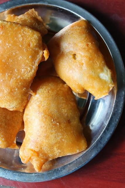 Vazhakkai Bajji / Raw Banana Bajji / Plantain Fritters