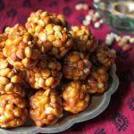 Kadalai Urundai / Kadalai Mithai (Mittai) / Verkadalai Urundai / Peanuts Jaggery Balls – Karthigai Deepam Recipes
