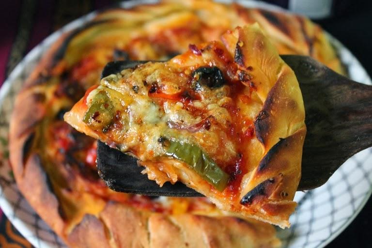 Cheese Burst Pizza Recipe / Domino's Cheese Burst Pizza Recipe / Veg Cheese Burst Pizza / Cheese Stuffed Pizza