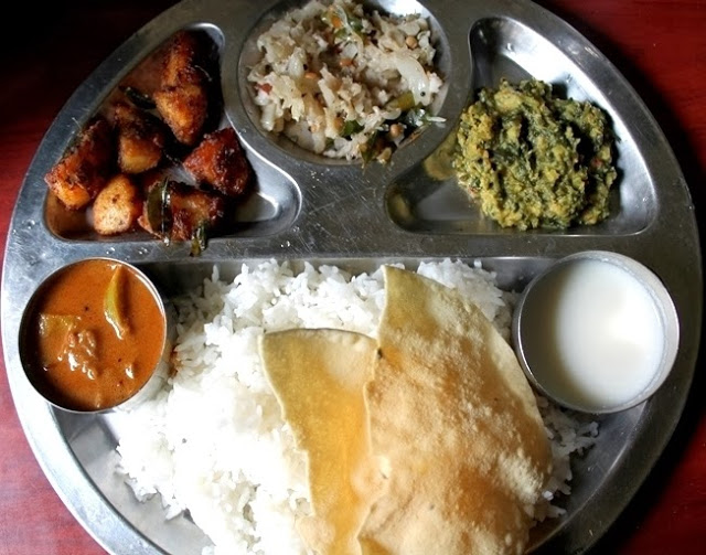 Lunch Menu 2 – Pulikulambu, Potato Roast, Cabbage Thoran & Keerai Kootu