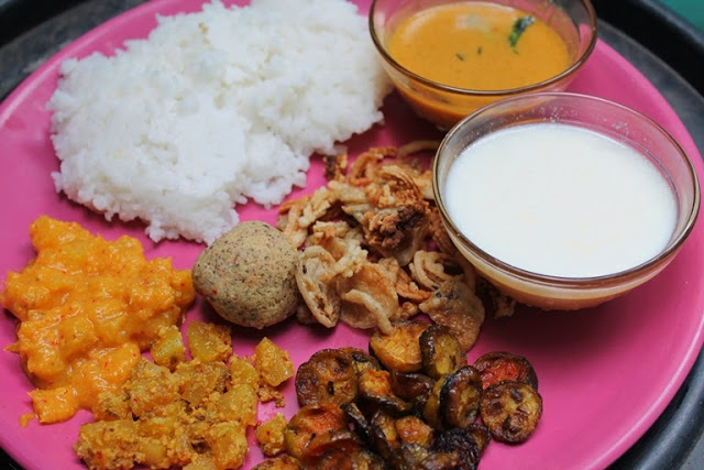 Lunch Menu 4 – Vendaikai Pulikari, Kovakkai Poriyal, Papali Thoran, Green Gram Thogayal & Kilangu Kootu