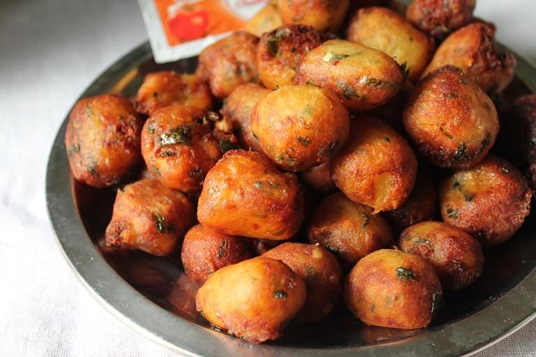 Potato Poppers Recipe / Potato Pops Recipe / Fried Potato Poppers Recipe / Mashed Potato Poppers Recipe