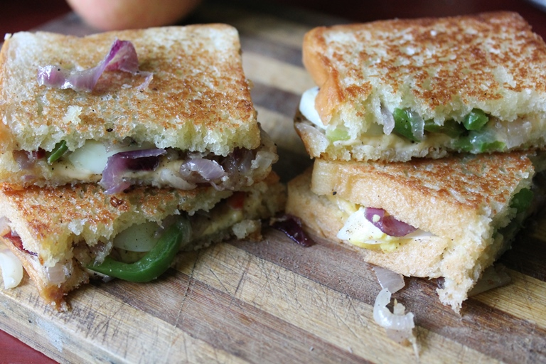 Egg Sandwich Recipe / Egg, Caramelized Onion, Cheese Sandwich Recipe / Grilled Cheese Sandwich with Caramelized Onion & Eggs