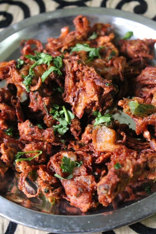 Onion Pakoda Recipe / Onion Pakora Recipe / Vengaya Pakoda Recipe