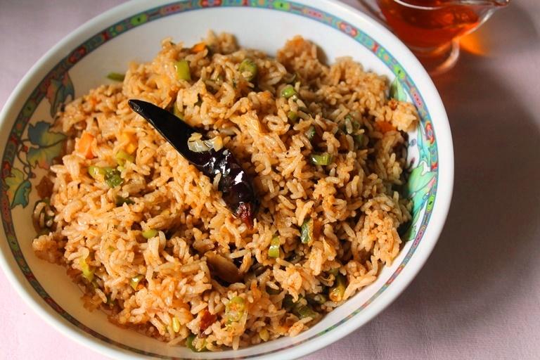 Singapore Veg Fried Rice Recipe / Vegetarian Singapore Fried Rice / Singapore Fried Rice Recipe