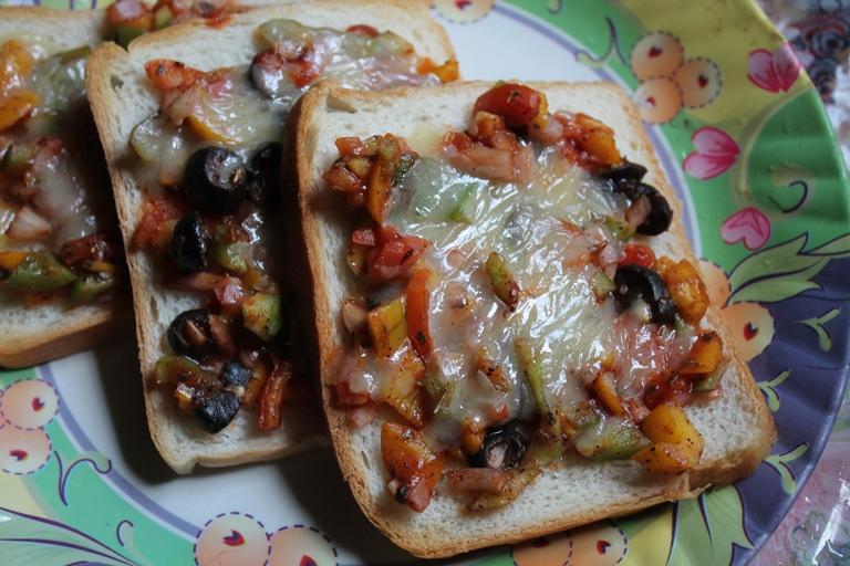 Open Faced Sandwich Recipe / Open Faced Cheese Sandwich Recipe