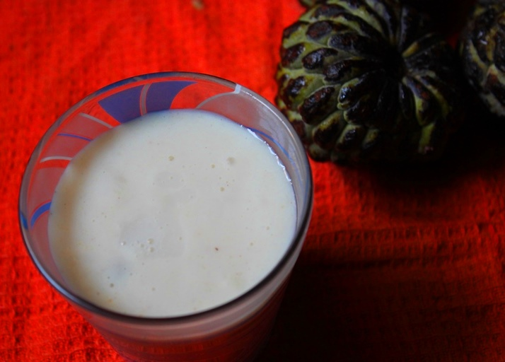 Custard Apple Milkshake Recipe / Sitaphal Milkshake Recipe