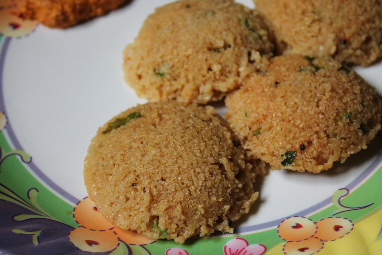 Instant Wheat Rava Idli Recipe / Gothumai Rava Idli Recipe / Broken Wheat Idli Recipe