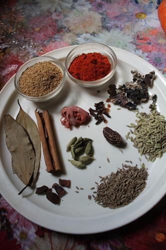 Biryani Masala Powder Recipe / How to Make Biryani Masala Powder