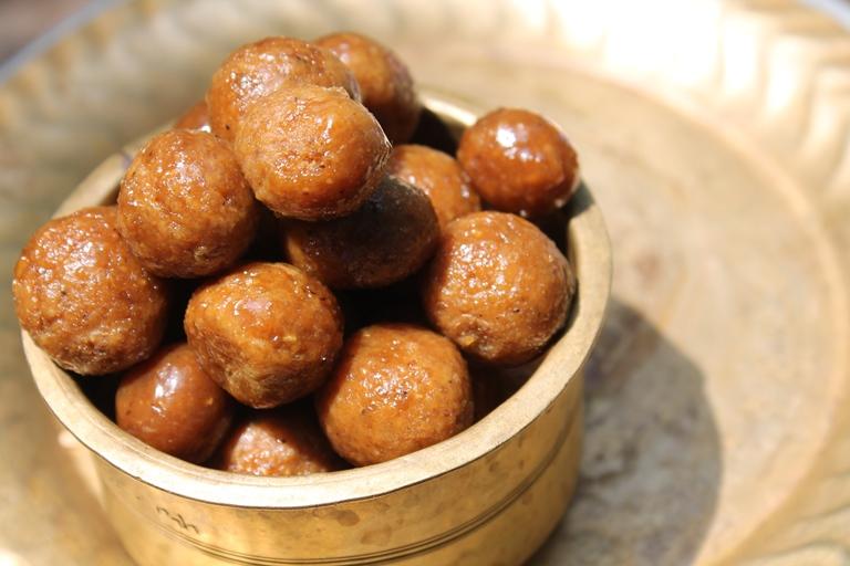Kamarkat Recipe / Kamarkattu Recipe / Coconut & Jaggery Balls Recipe – Grandma's Recipe