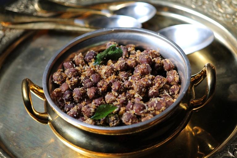 Kala Chana Masala Sundal Recipe / Black Chana Sundal Recipe / Kondakadalai Sundal Recipe
