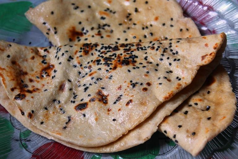 Kalonji Wheat Naan Recipe / Wheat Naan Recipe without Yeast