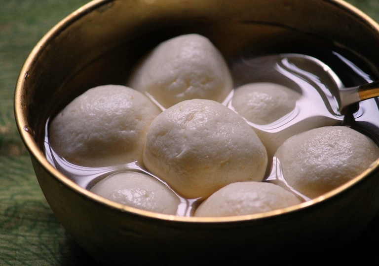 Rasgulla Recipe / Spongy Rasgulla Recipe