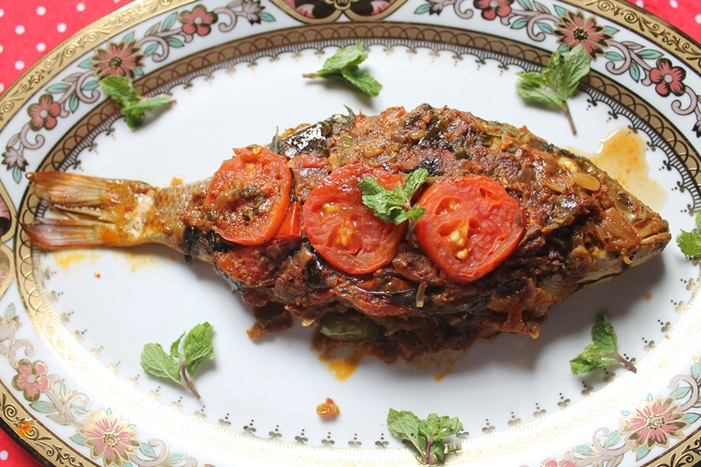 Indian baked whole fish recipe baked masala fish recipe for Whole fish recipes