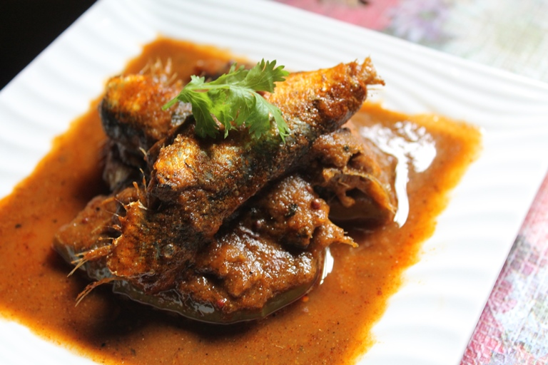 Spicy Onion Fish Curry Recipe / No Coconut Fish Curry Recipe
